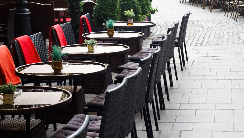 tavolini su spazi condominiali